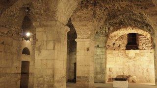 Les salles souterraines du Palais de Dioclétien à Split en Croatie
