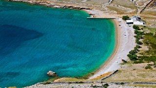 Plage de Vela sur l'île de Krk en croatie
