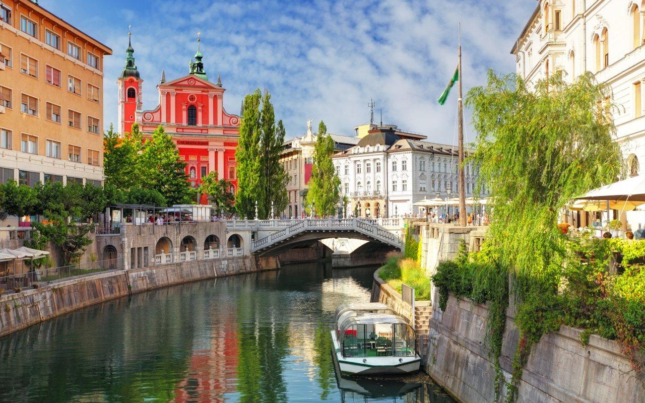 Ljubljana en Slovénie et la rivière Ljubljanica)